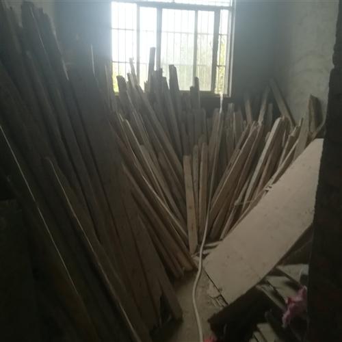 现有一部分旧壳子(杉木杆3米,3.5米,4米的。短方木4乘9,步步紧)需要处理!租赁出售都可以!有意...