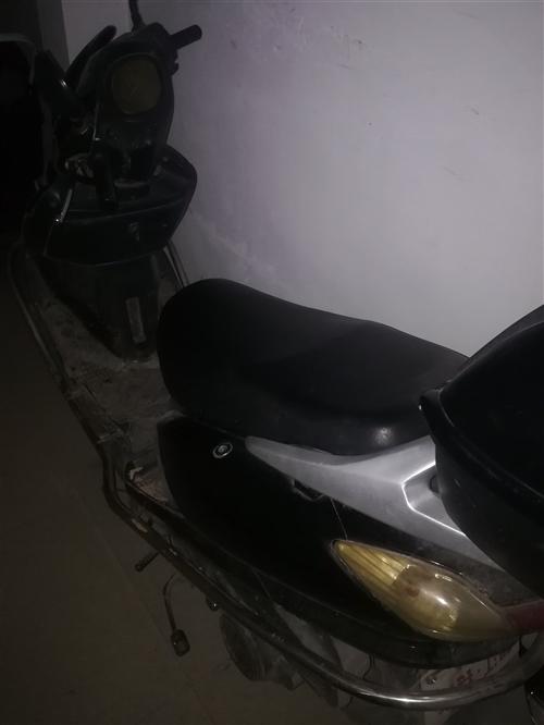 本人有一辆自用踏板摩托车,车子非常好,冬天一打就燃。因过几天出门,放家里碍事,有需要的人电话联系。