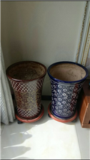 家里有两个空闲花盆转卖带轮子底座