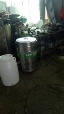 本人有一个九成新燃油煮面桶。买新的要1200。现在便宜处理。
