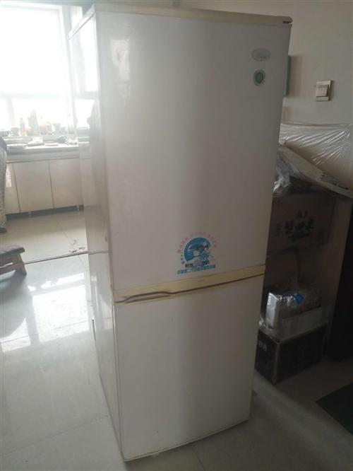 长岭冰箱一台,用了5-6年,老人很爱惜,看起来还很新。因买了新冰箱,这个冰箱就闲置了下来,现低价出售...