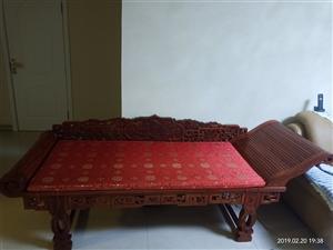 九成新纯实木贵妃床,5000元,市内,自提,可详谈,电话13596887515