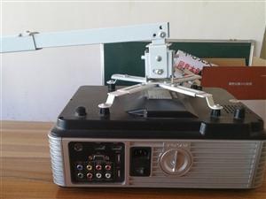 高流明投影仪  9成新(带挂件) 在家闲置  现低价出售  有意者电联13079310058