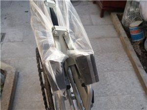 带便桶的轮椅,可以坐在轮椅上大小便,买来只试着坐了一次,便桶没用过。现便宜转让,需要的请联系我,电话...