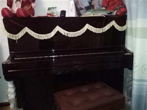 钢琴一台,九成新,售价1.2万元