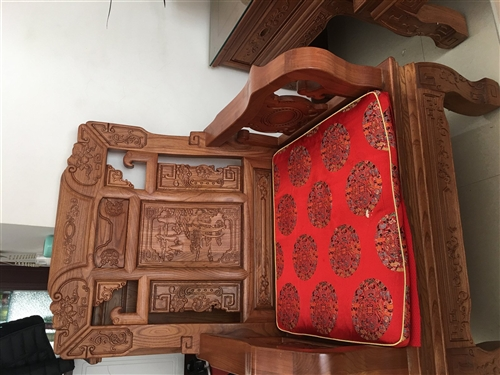 楸木沙發1+1+3一套,九成新,因搬家用不著了。現出售。