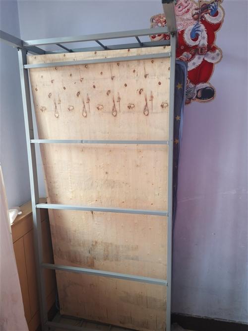 單人床三個,落地電風扇一個,電冰箱一臺自取!