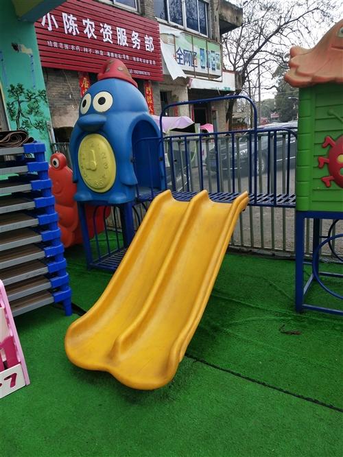 幼儿园物品低品处理九层新,还有空调