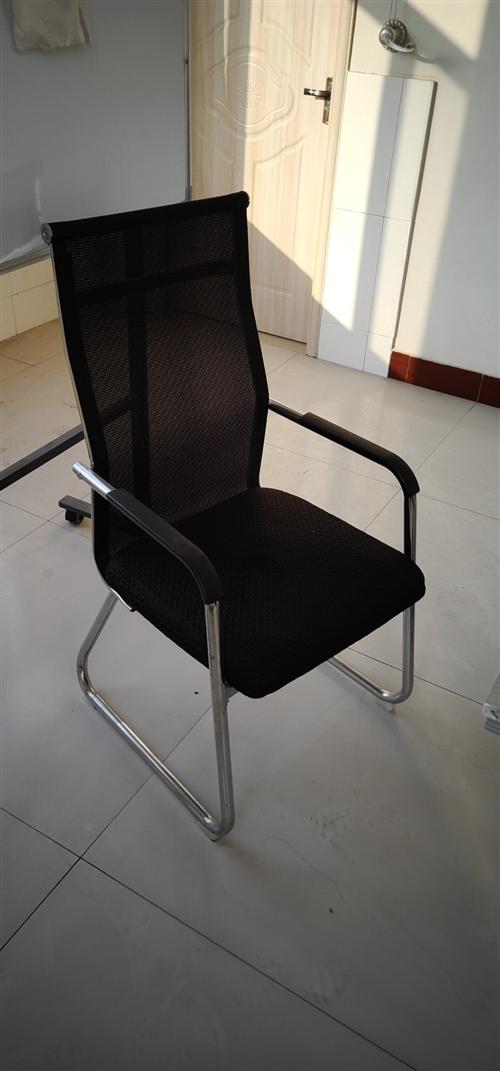 急出售8把椅子,5个办公桌,一个会议桌,两个文件柜,十成新!!
