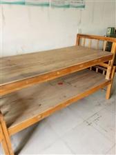 单人床3个,办公桌一张,货架子4个,便宜出售,有需要的电话联系