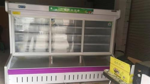 2.5米宽展示柜一台,上面冷藏,下面冷冻,九成新