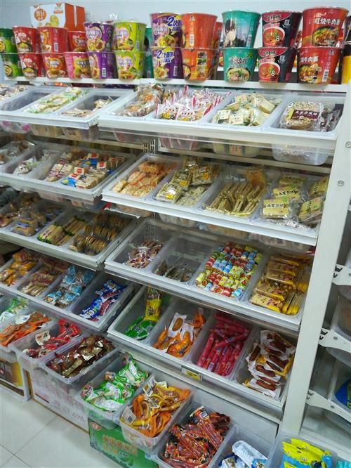 转让超市零食货架,白色,四层,另有电子秤可打小票,联网报表,储存六百个商品,可配扫码枪