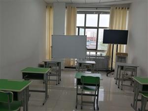 教育学校转让含办公用品,课桌椅,书柜,打印机电视欲低价转让电话15352179697