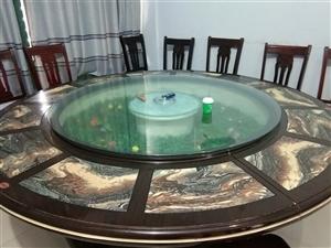 饭店桌椅低价处理附带酒水柜。