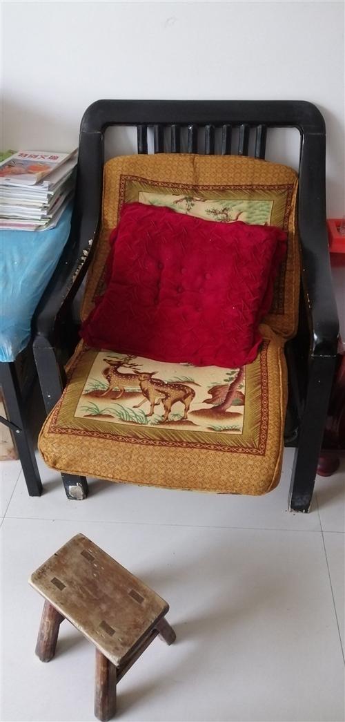 两个单的沙发 100元拉走 联系本人QQ814063413通过QQ也能加我微信。