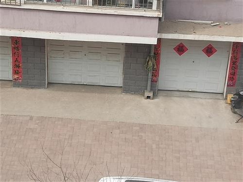 出售旧电动保温车库门。