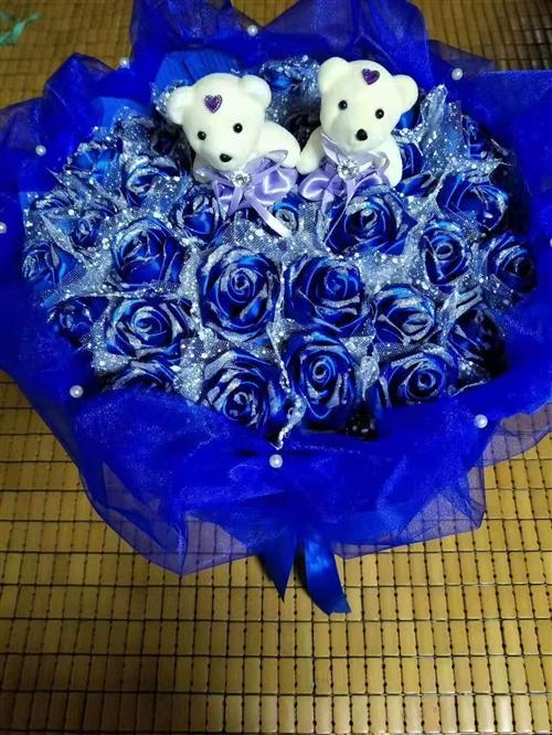 純手工玫瑰花,送朋友送家人,過節生日都可以,各種顏色各種款式,歡迎預訂