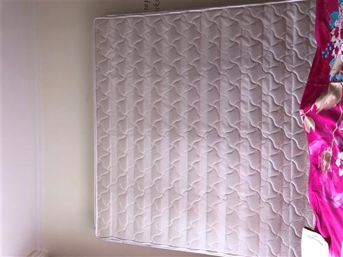 二手床垫,八成新,1.8米??2米的,由于换了大床没法用了