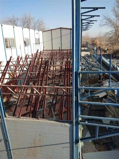 本施工队常承接,彩钢房,钢结构,大型厂房,库房,车库,工地简易围墙,防风墙,以及岩棉板,泡沫复合板,...