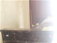 閑置二手吧臺一個,長2.2米,寬0.7米,高1米,全大理石制作。品相完整,適合飯店、賓館做收銀臺。