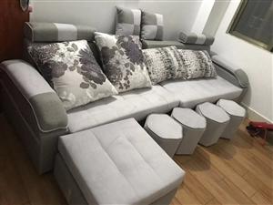 都是全新的,因买错尺寸问题,想换大一点的,又懒的搬了。沙发凳子全部新的,在3楼放着散味道!沙发在揭西...