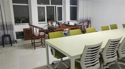 有全新雙人電腦桌(帶椅)一套。原價1350元。出售價880元全套。17804833303