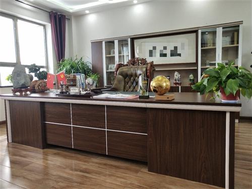 因公司搬迁至兰州,有9成新的老板办公桌椅低价处理! 有意者致电:18693757567 地址...