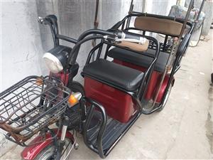 涡阳县的朋友们二售爱玛电瓶三轮车,出售价格1千2百块,有需要的当面交易,电话18714931827