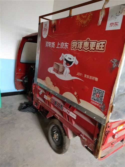 油电两用三轮车出售,买来送快递不到10天,大电瓶5个,全新1500瓦发电机一个