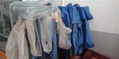 低价出售夜宵店所有东西3门展示柜,烧烤净化器,2把3米乘4.5的伞,伞的质量是最好的。转让天?#40644;?#25143;价...