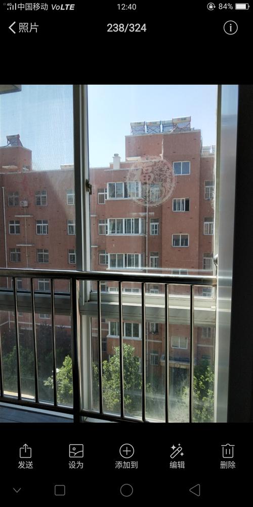 三室两厅,一厨两卫,卧室阳光充足,精装修,紧临荣城大厦,有菜市场,有公交车,交通便利,物美价廉,附带...