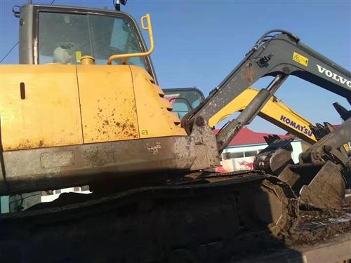 卖沃尔沃牌小挖掘机一辆加平板车一辆(能拉两台小挖掘机)共22万元,2010年的挖掘机,有意者电话联系...