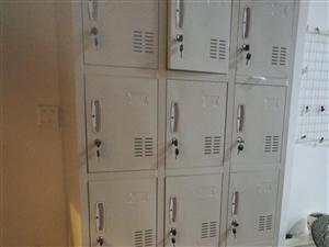 九成新铁皮文件柜1个,储物柜2个