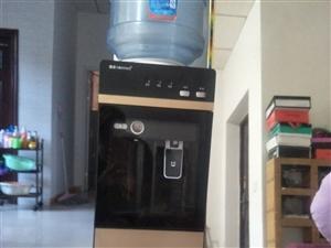 饮水机一个,九成新。