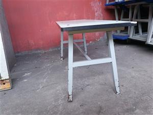 服装厂电子厂使用的长条凳,高47,凳面长宽120*35。大厂使用,质量超好,成色很新,20元一个,量...