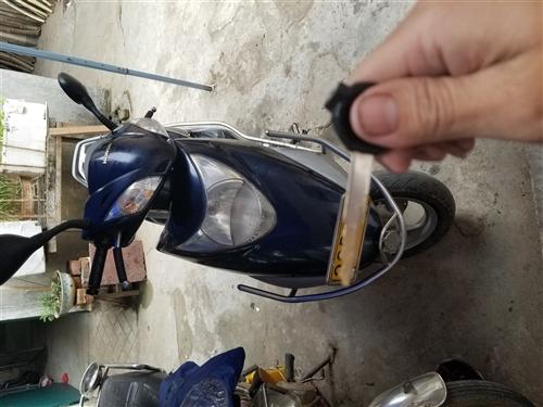 出售一輛2011年進口發動機電喷优悦110T-2摩托車,汽車發動機靜音非常省油,一公里1毛2左右,八...