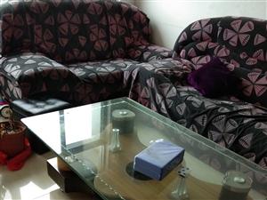家里要换实木沙发,这是三件套的沙发,500元,自提,送茶几
