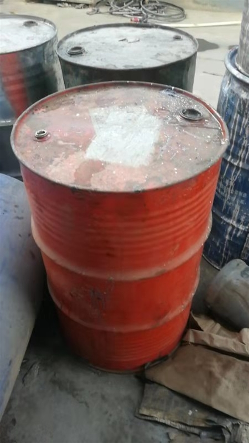 求购260个旧铁桶?油桶,漆桶?都可以联系电话13561526255