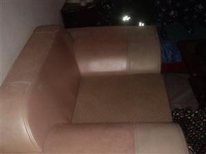 一整套沙发150元
