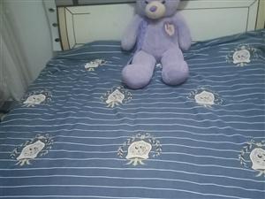 1.8*2.2双人大床带床头出售,八成新,因本人换新床,没地方放,低价出售240元,有需要的可以打电...