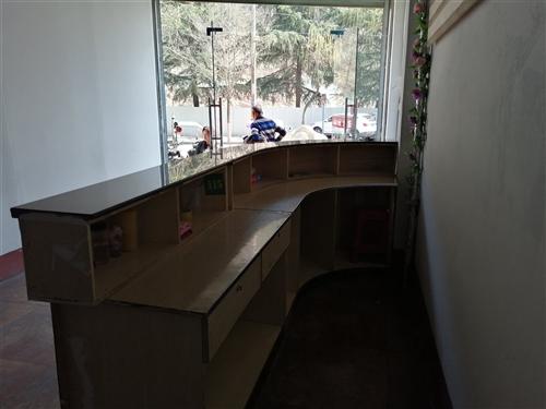L型吧台三米,LED,显示屏三米乘以40公分,高级洗头床,一点2米钢质柜台 价格优惠,需要的联系我