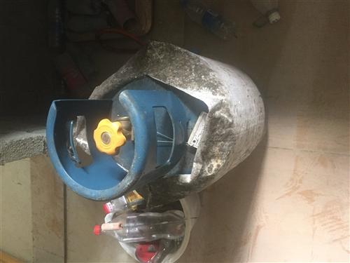 新煤气罐 新炉 新罐买了才充过一次气
