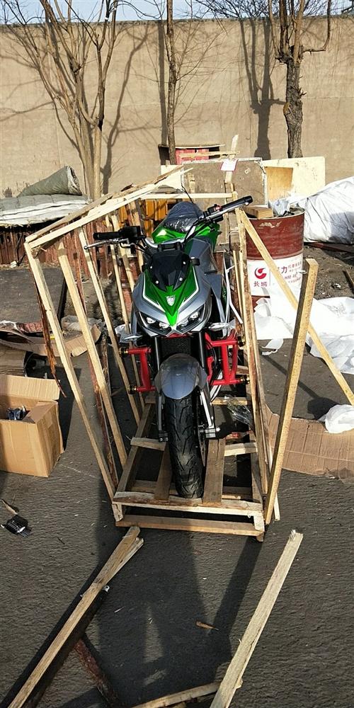 蟒蛇400cc排量摩托车,电喷版,加装倒置减震,双闪,usb充电接口,gps,150后胎,M4排气。...