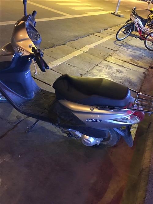 新大洲本田踏板一辆,新换的机油,动力十足,可过户,一万公里,车身八成新,没大修过,买的时候加上户花了...