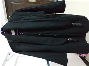 正宗呢子大衣,�I了�啄�,就穿�^一次,8成新。建�h穿L�(或者以上)的美女入手。