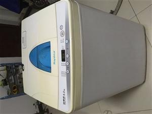 出售一臺榮事達全自動洗衣機,外表8層新,功能全好,5.2公斤容量,朝陽新城自提,不議價!
