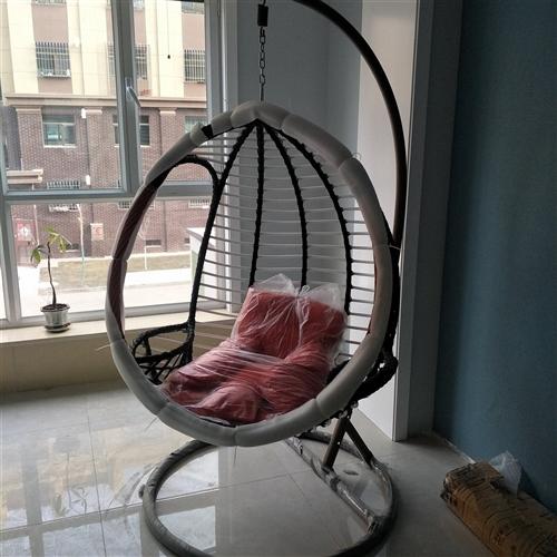 新买的吊椅,还没拆包装,太大了家里放不下,现预出售600元,有需要的电话联系。