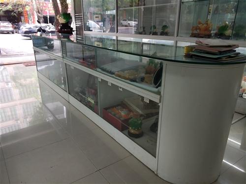 (急售)65公分*5米展示柜台,带灯。基本免费送,但是要自取。