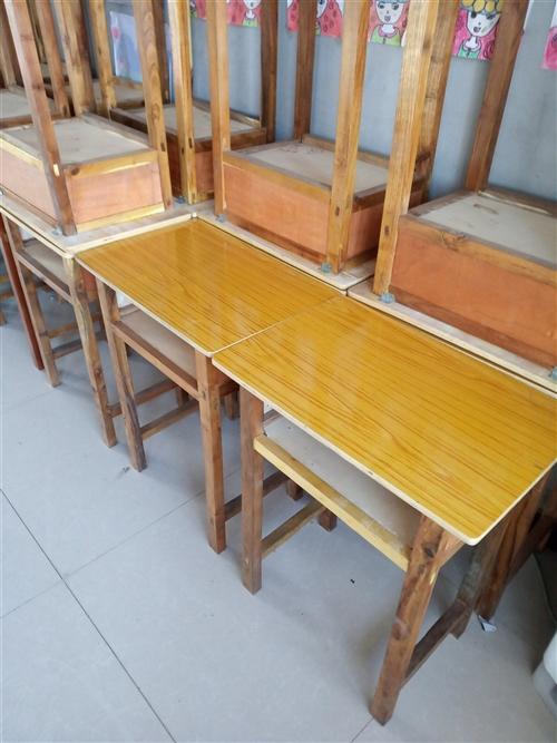 木质单人课桌椅20套,仅用一个月,低价出售,60元一套。