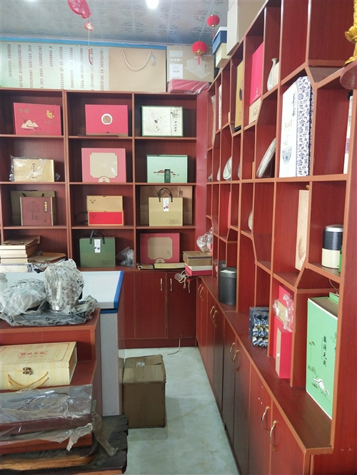 由于富邦茗茶店轉讓,貨架閑置,有8.5成新,質量好,都是定制的,有六組,現低價出售5000。可以單組...